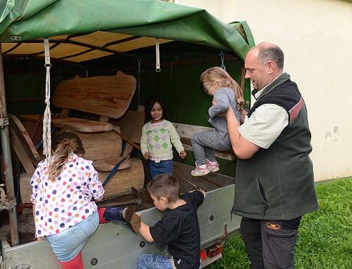 """Integrative Kindertagesstätte Leuchtturm des Club Aktiv: """"Eine Bank für unseren Baum"""" – Rundbank für den Spielplatz"""